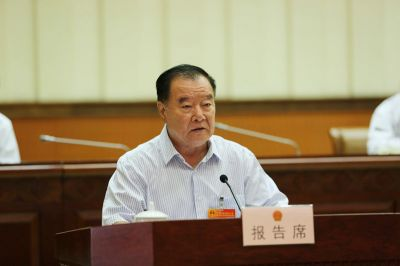 章远新作关于自治区十二届人大四次会议主席团交付审议的第1、2号议案审议结果的报告