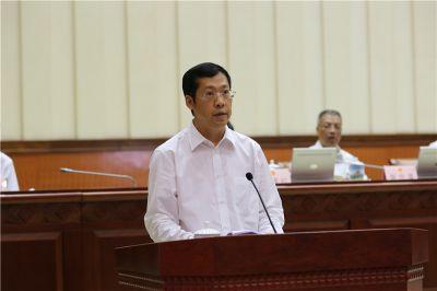 胡焯与常委会组成人员见面并作表态性发言