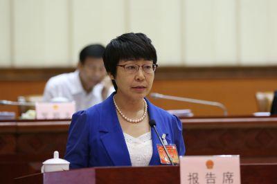 潘东作关于依法行政情况的报告和关于《广西壮族自治区实施<中华人民共和国招标投标法>办法(修订草案)》的说明