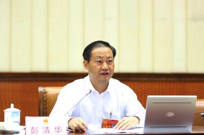 彭清华主持自治区十二届人大常委会第十九次会议第二次全体会议