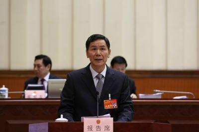 甘承会作关于自治区十二届人大四次会议代表建议、批评和意见办理工作情况的报告