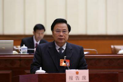 黄翔作关于自治区十二届人大四次会议主席团交付审议的第3、4、5、6号议案审议结果的报告