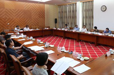 自治区十二届人大常委会第二十五次会议28日上午举行分组会议