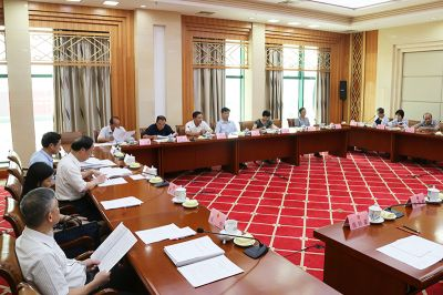 自治区十二届人大常委会第三十一次会议9月20日下午召开分组会议