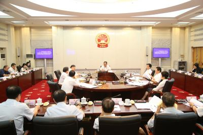 自治区十三届人大常委会第四十次主任会议举行