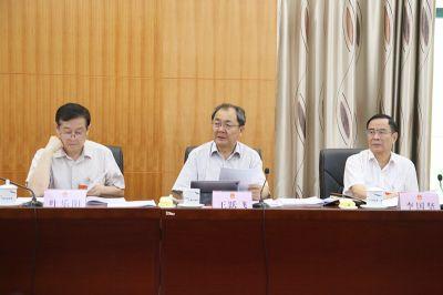 自治区十三届人大常委会第十一次会议9月25日上午召开分组会议