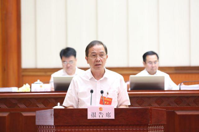 高斌作关于《广西壮族自治区林木种苗管理条例(修订草案)》审议结果的报告