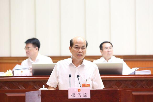 陈伟雄作关于《广西壮族自治区城市管理综合执法条例(草案)》审议结果的报告