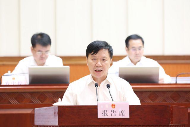 陆泉良作关于《广西壮族自治区契税具体适用税率等事项的决定(草案)》的审查报告