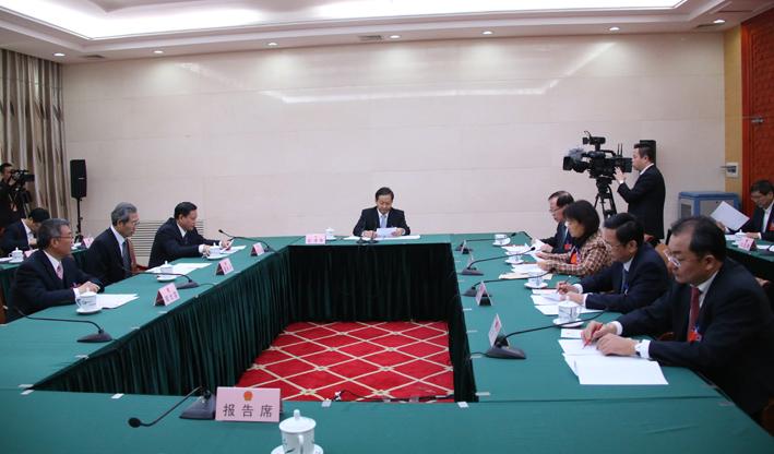 自治区十二届人大三次会议主席团常务主席第三次会议召开