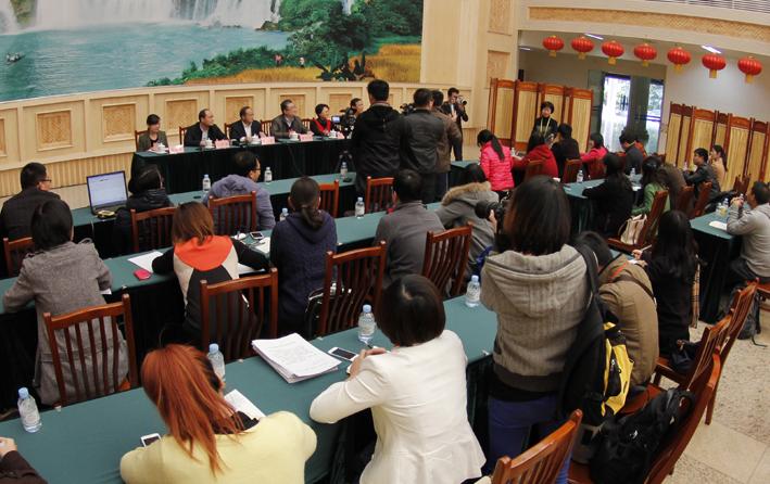 自治区十二届人大三次会议举办代表接受媒体记者集中采访活动