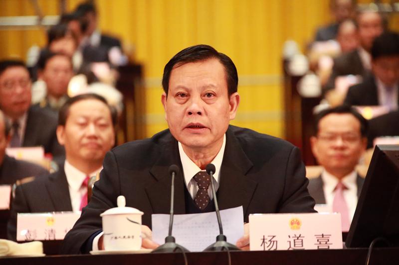 杨道喜主持自治区十二届人大四次会第三次全体会
