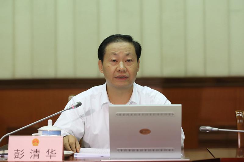 彭清华主持自治区十二届人大常委会第二十五次会议第二次全体会议