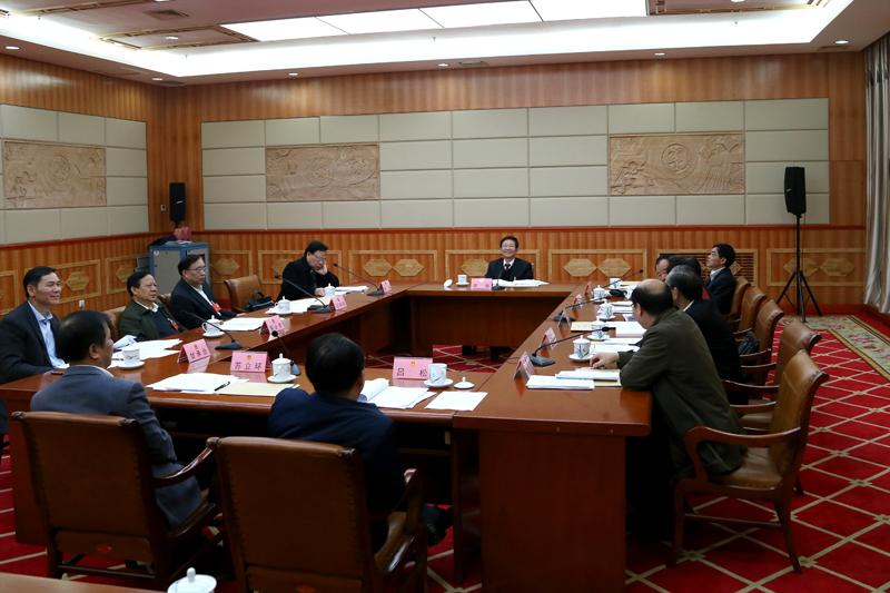 自治区十二届人大六次会议议案审查委员会召开会议