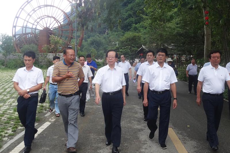 危朝安率队赴马山县开展自治区乡村规划建设管理条例草案立法调研