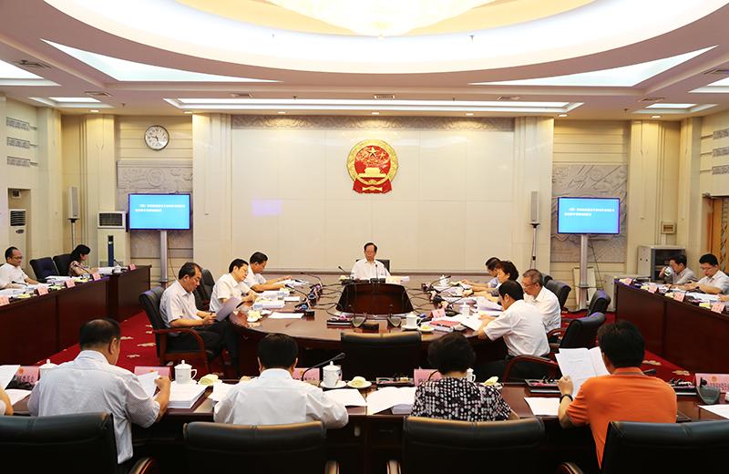自治区十二届人大常委会举行第一百次主任会议