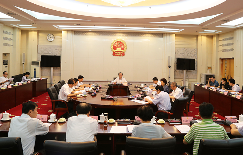 自治区十二届人大常委会举行第102次主任会议