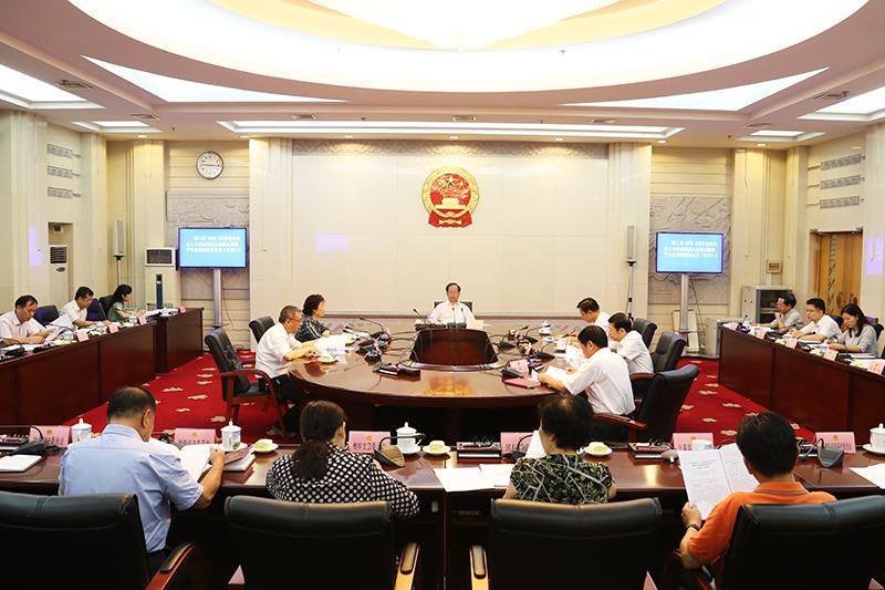 自治区十二届人大常委会举行第103次主任会议
