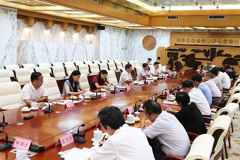 全区各市人大常委会秘书长座谈会召开