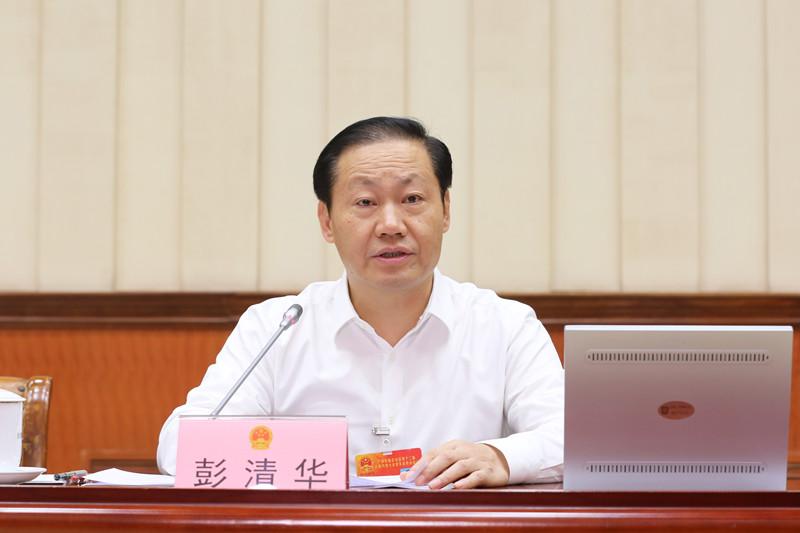 彭清华主持自治区十二届人大常委会第三十一次会议第二次全体会议