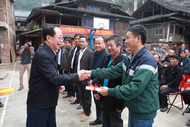 危朝安深入三江侗族自治县老堡乡老巴村宣讲党的十九大精神