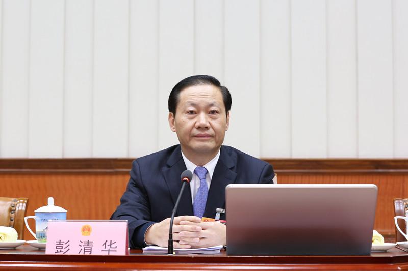 彭清华主持自治区十二届人大常委会第三十三次会议第一次全体会议