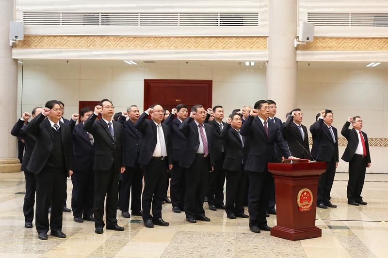 自治区人大常委会举行宪法宣誓仪式