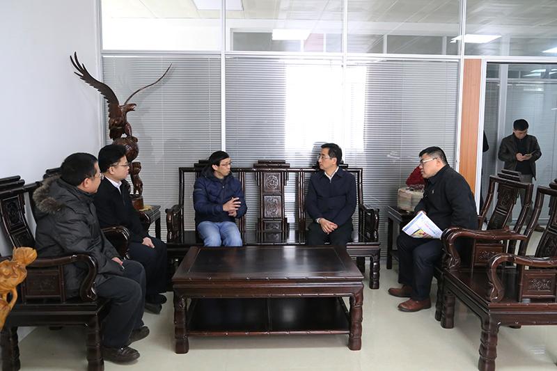 张晓钦赴南宁市高新区慰问科技人才代表