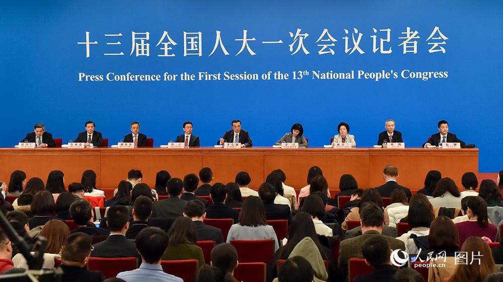 国务院总理李克强等与中外www.03am8.com记者见面