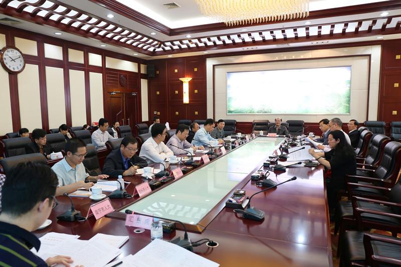 自治区人大法制委召开第三次全体会议