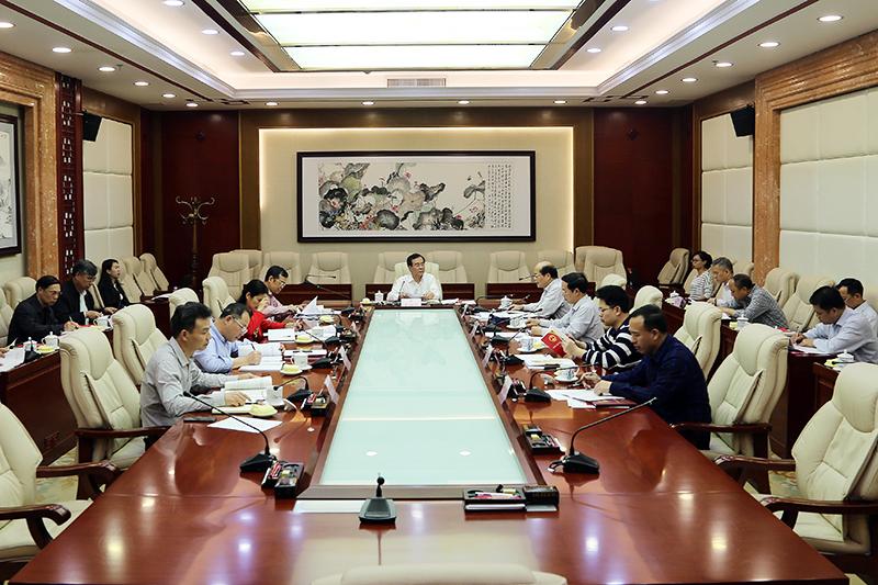 自治区人大常委会机关党组理论学习中心组 召开2018年第一专题集中学习会议