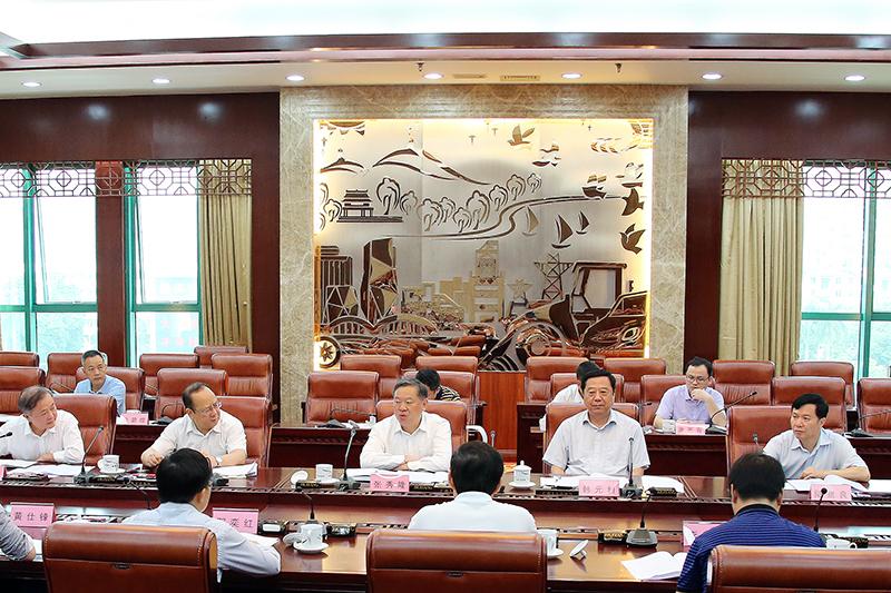 张秀隆听取2018年自治区本级财政预算调整初步方案情况汇报