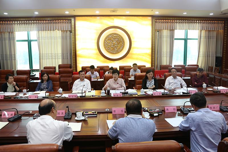 自治区人大常委会召开学前教育专题调研座谈会
