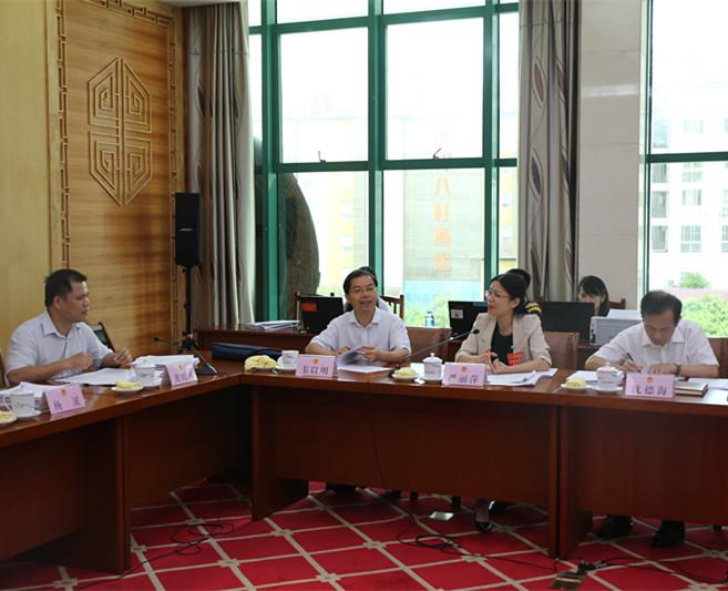 自治区十三届人大常委会第三次会议5月30日下午召开分组会议