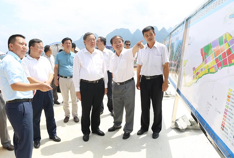 张秀隆率队到天峨县、金城江区开展脱贫摘帽协调推进工作