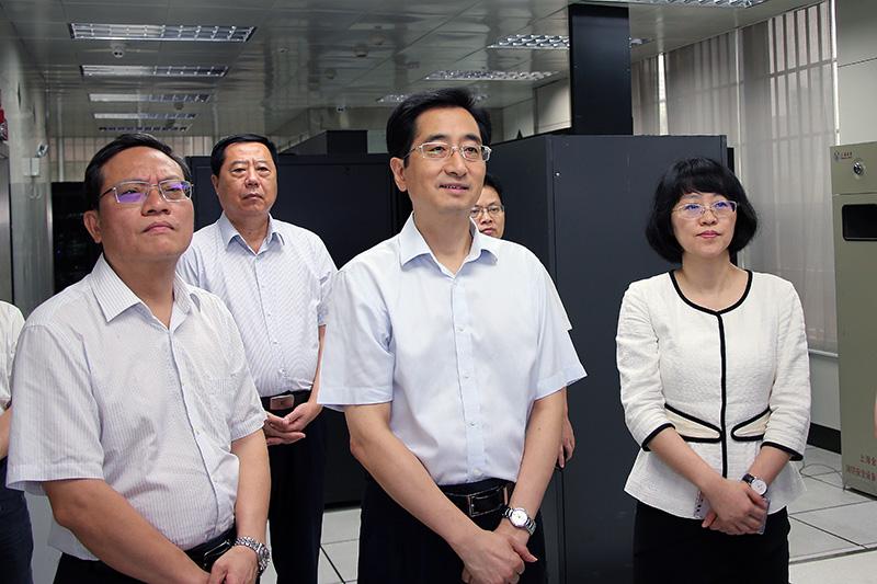 广西人大常委会副主任、党组副书记张晓钦同志观察了前期事情