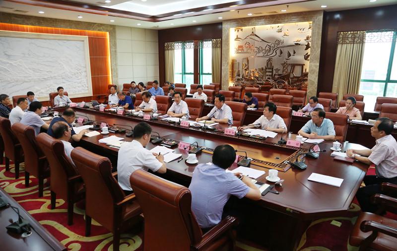 自治区人大常委会召开全区2018年 上半年计划预算执行情况汇报会