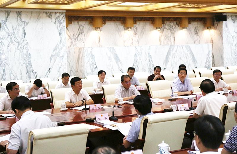自治区人大常委会紧盯优化营商环境开展监督