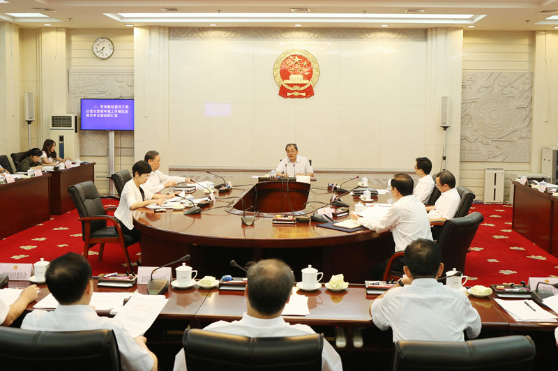 自治区十三届人大常委会第十七、十八次主任会议举行