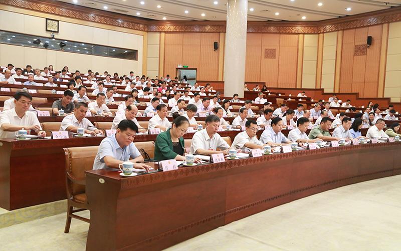 自治区十三届人大常委会第五次会议闭会