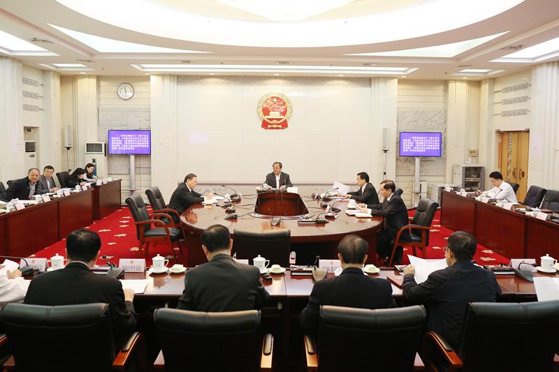 自治区十三届人大常委会第二十二次主任会议举行