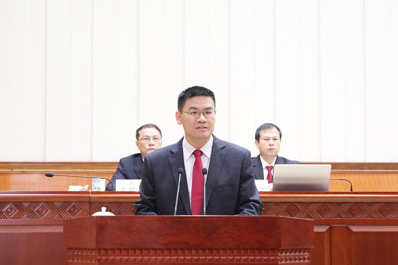 自治区副主席杨晋柏作表态发言