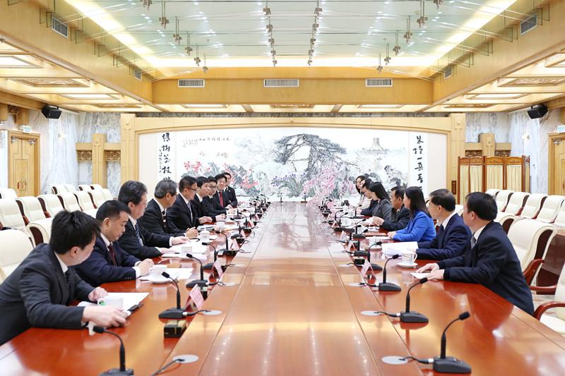自治区人大外侨委与日本国会议员秘书访华团举行座谈