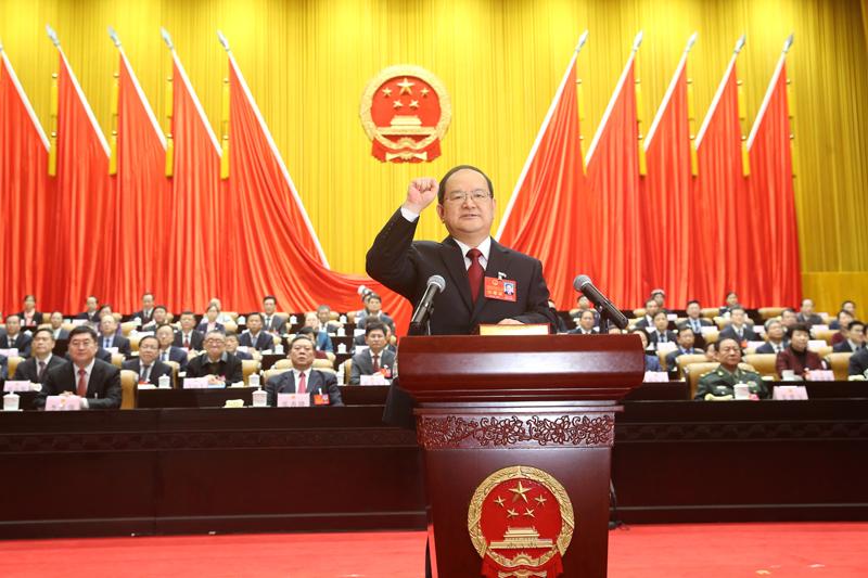鹿心社当选为自治区人大常委会主任