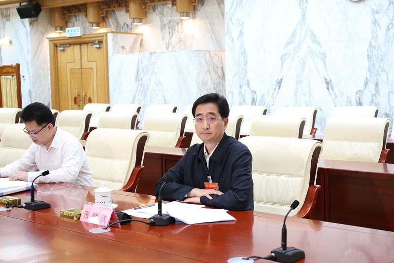 张晓钦听取部分驻桂全国人大代表、自治区人大代表 对常委会2019年工作的意见建议