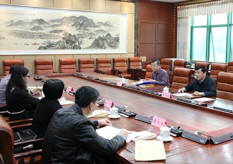自治区人大社会建设委员会召开第一次全体会议