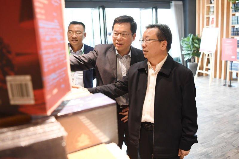 卢献匾到广西师范大学调研立法服务基地