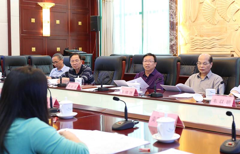自治区人大法制委召开第十七次全体会议
