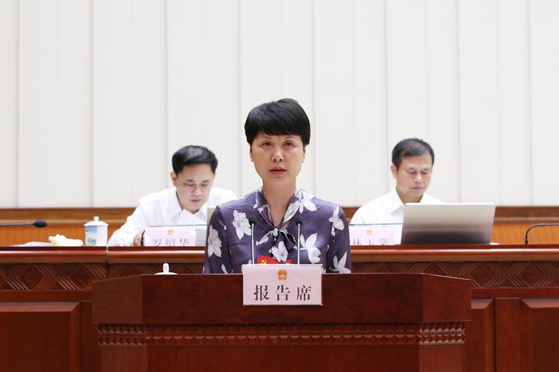 赵桂兰作关于《巴马瑶族自治县包装饮用水水源保护及开发管理条例》 审查情况的报告