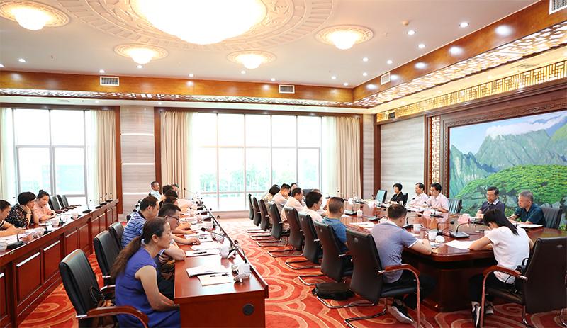 张晓钦主持召开基层人大代表工作座谈会